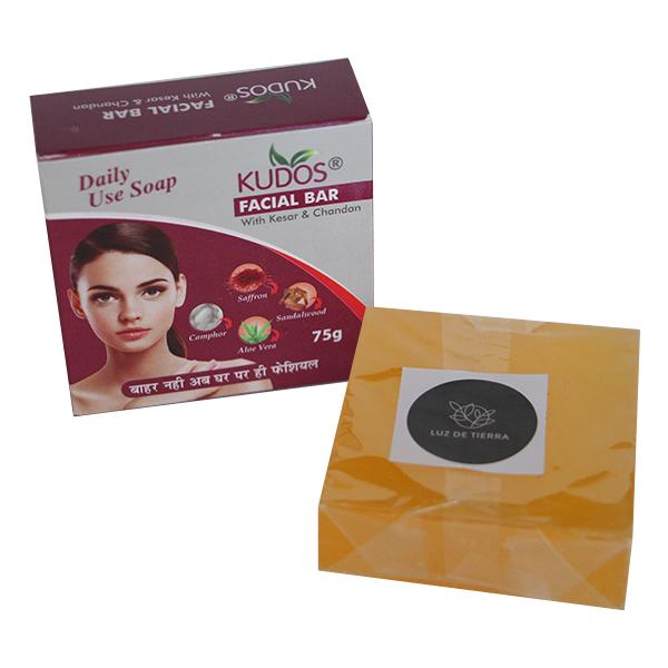 Jabón facial de aloe vera con azafrán y sándalo